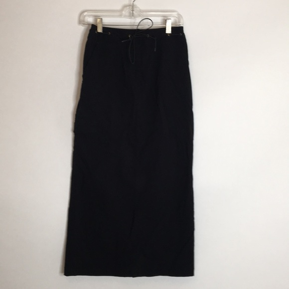 Black skirt with pockets and slit